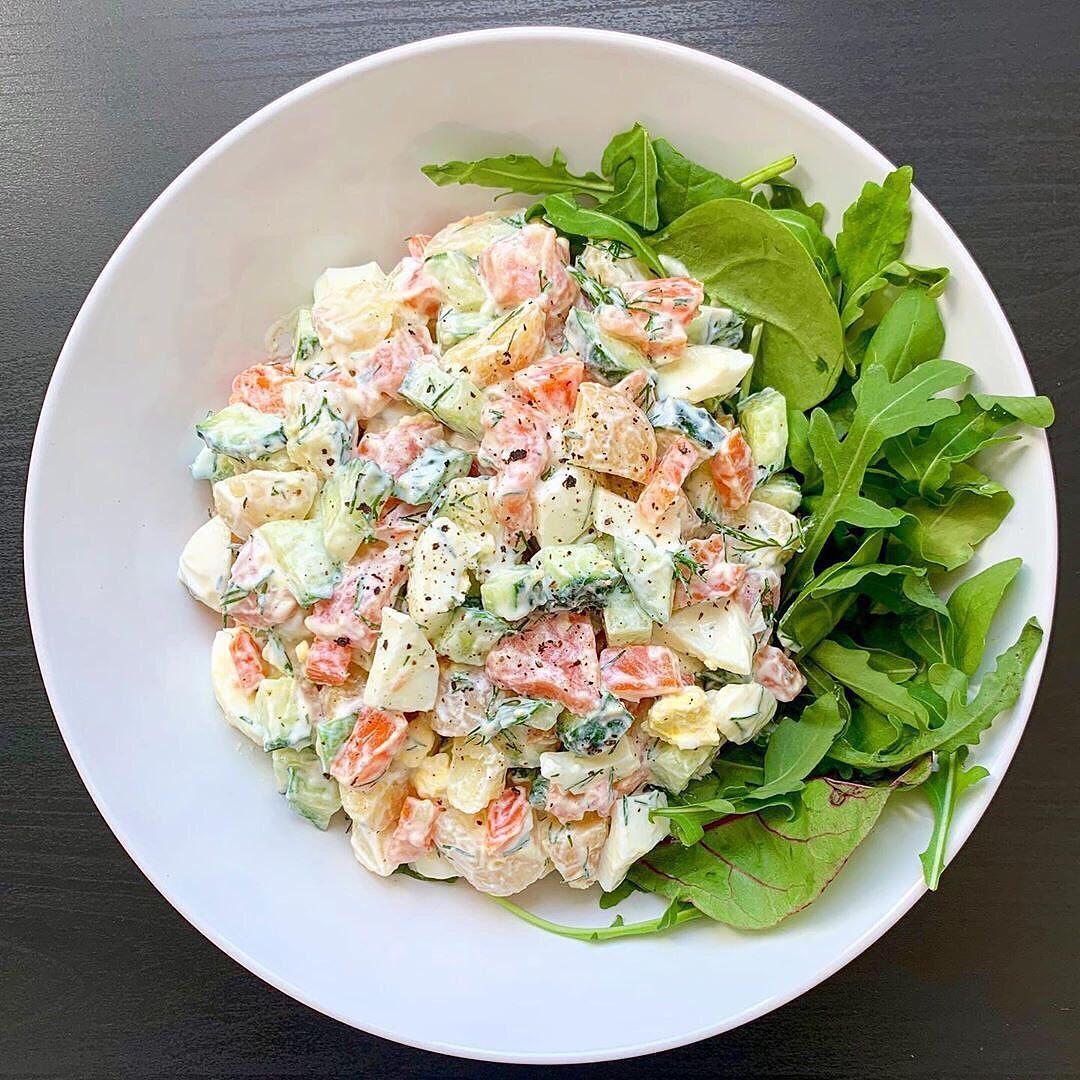 Salāti ar mazsālītu lasi un grieķu jogurtu