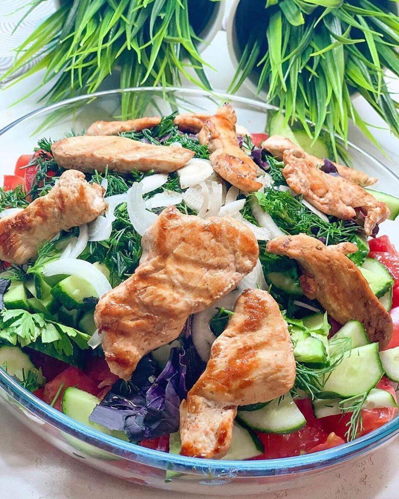 Bombiskie vakariņu salāti