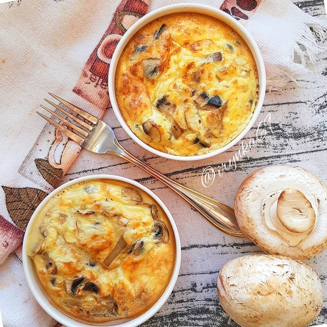 Cepeškrāsnī gatavota omlete ar sēnēm