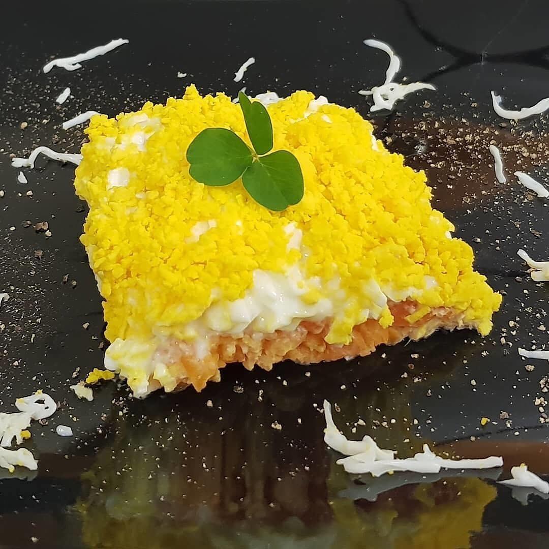 Siētiskā Mimoza salātu versija