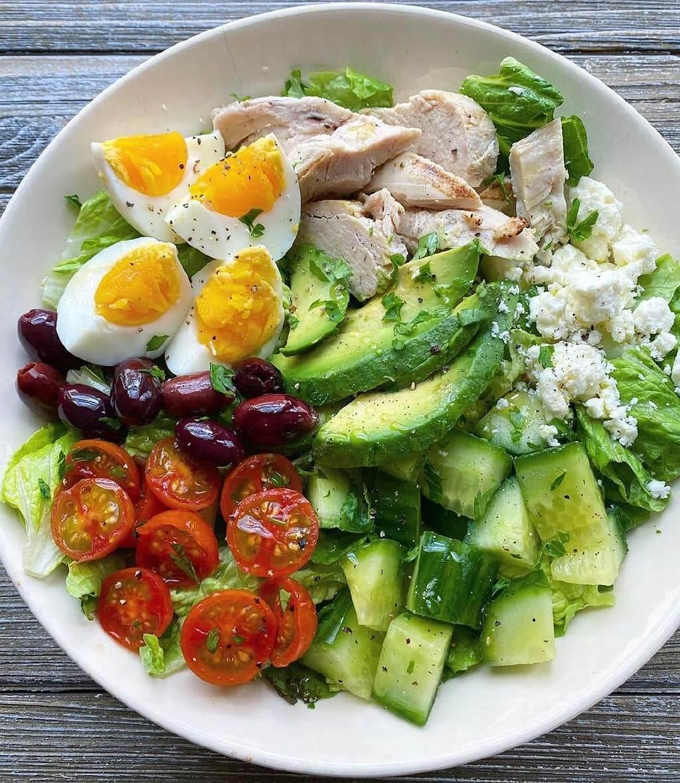 Garšīgi un sātīgi salāti ar avokādo