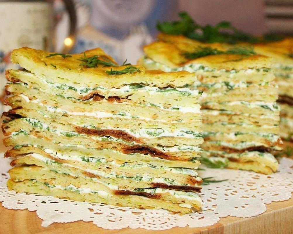 Kabaču torte ar spinātiem un zaļumiem