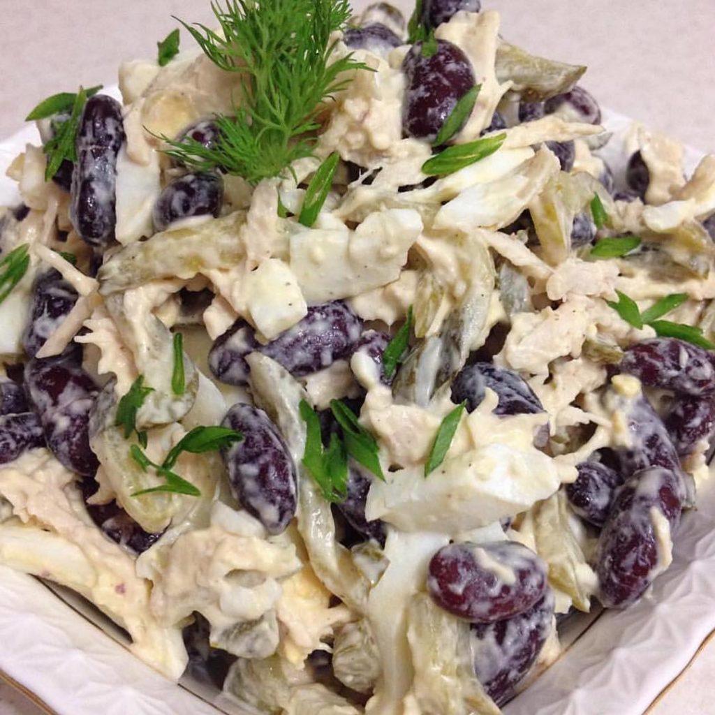 Konservētu sarkano pupiņu salāti