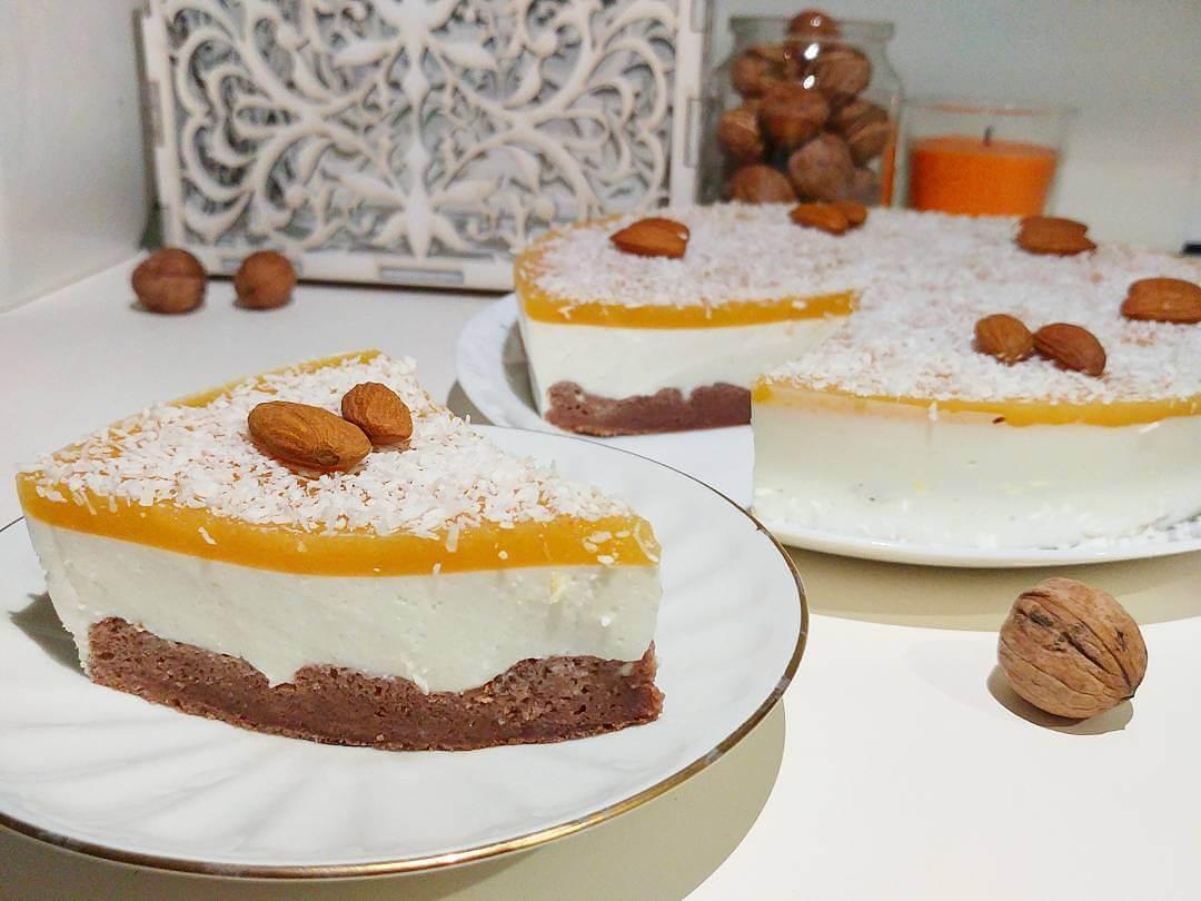 Liesā biezpiena torte ar mango slāni