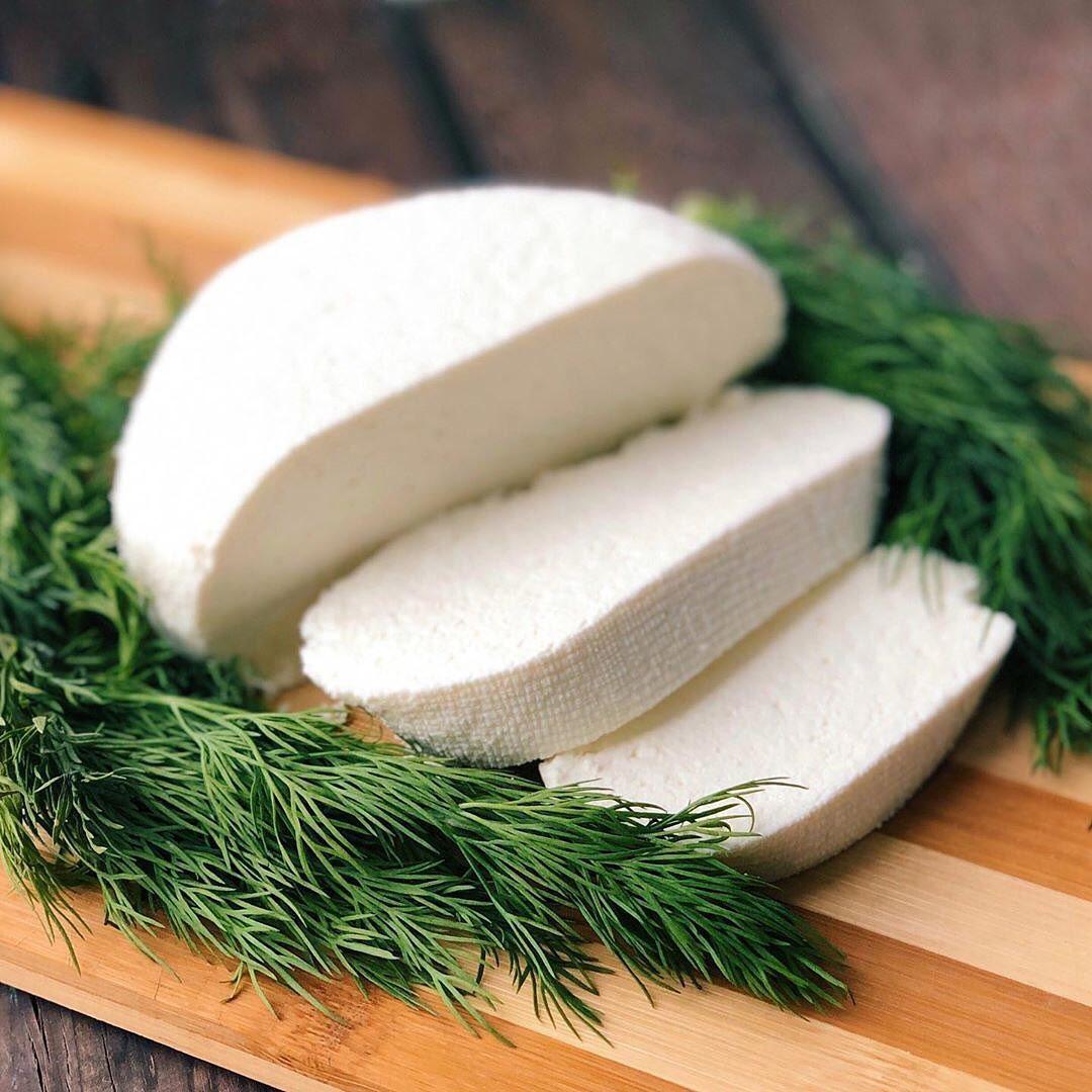 Mājās gatavots fetas siers no kefīra