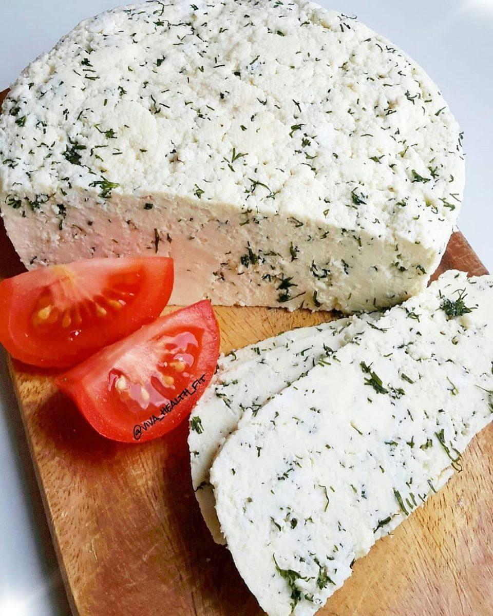 Mājās gatavots Jāņu siers ar dillēm
