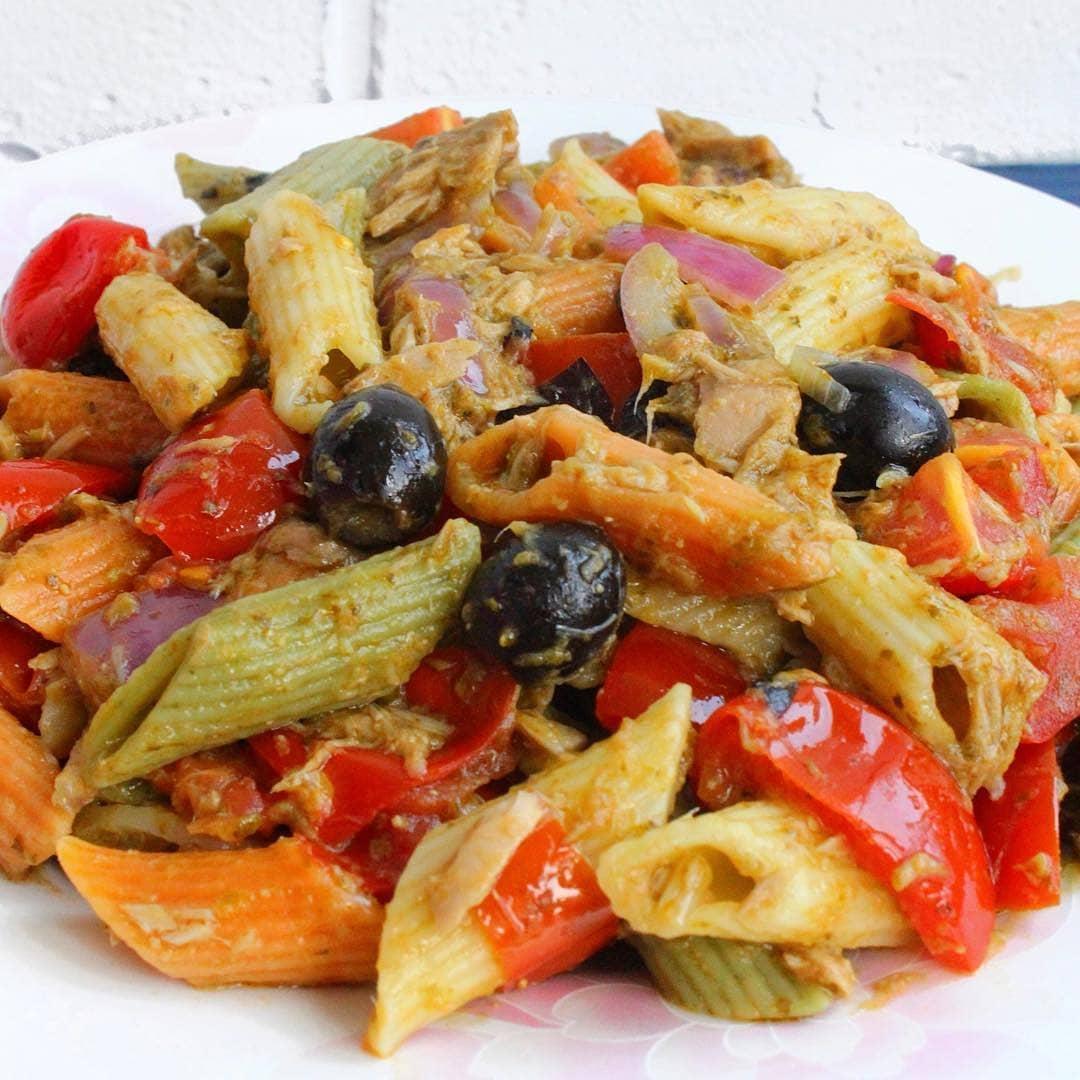 Makaronu un tunča zivs ēdiens īstiem makaronu mīļiem