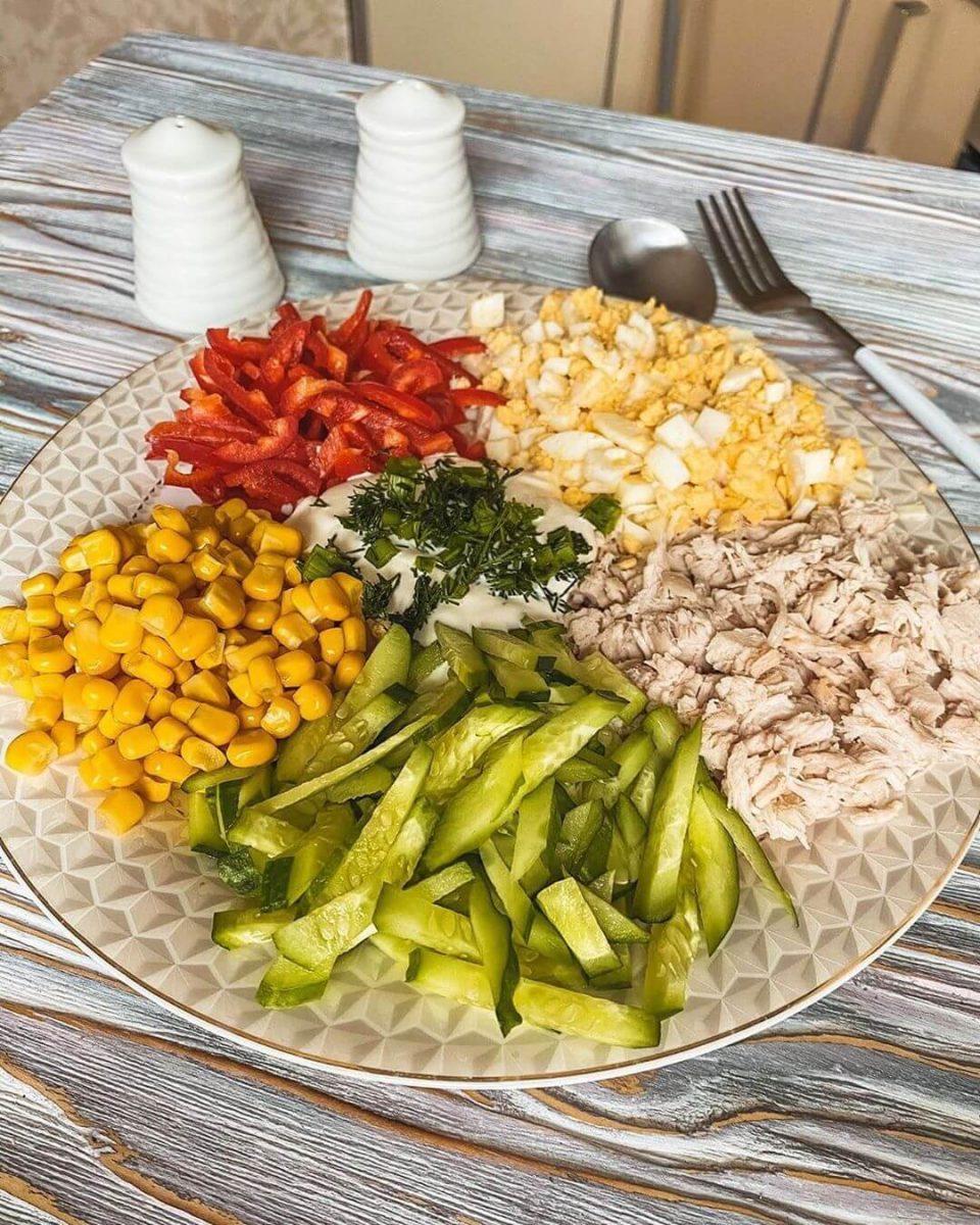Olbaltumvielām bagātie mazkaloriju salāti
