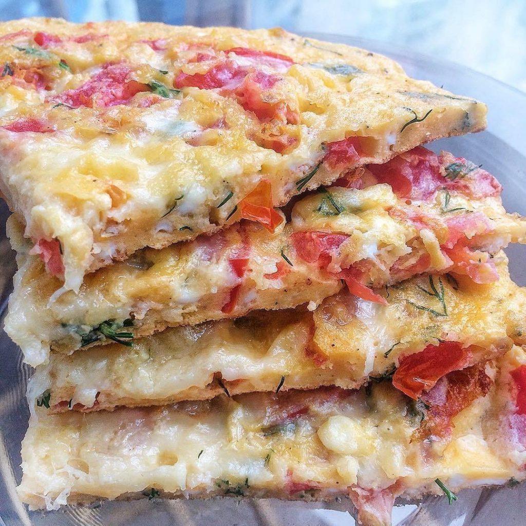 Pica no biezpiena pamatnes pagatavota uz pannas