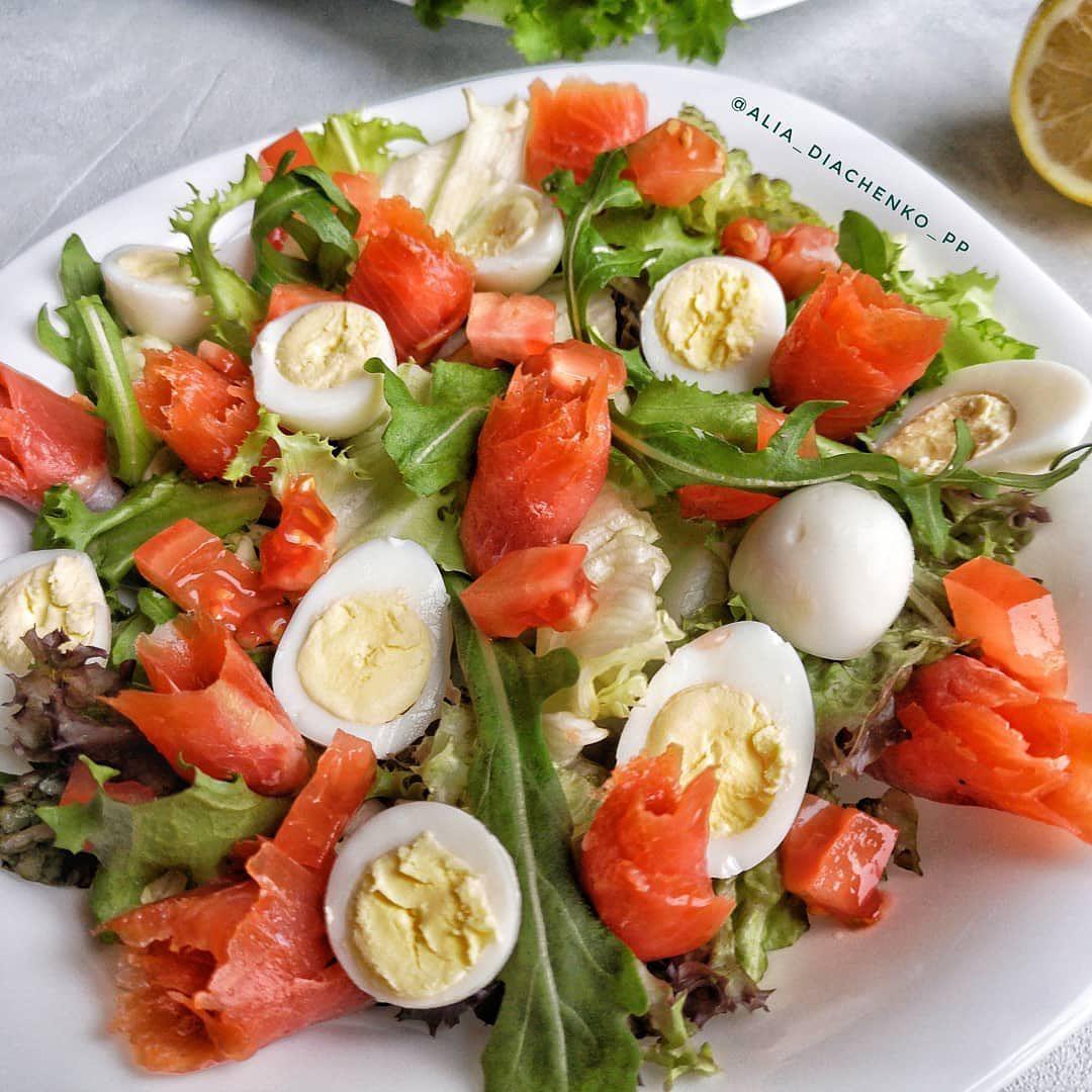 Salāti ar lasi paipalu olām un svaigiem dārzeņiem