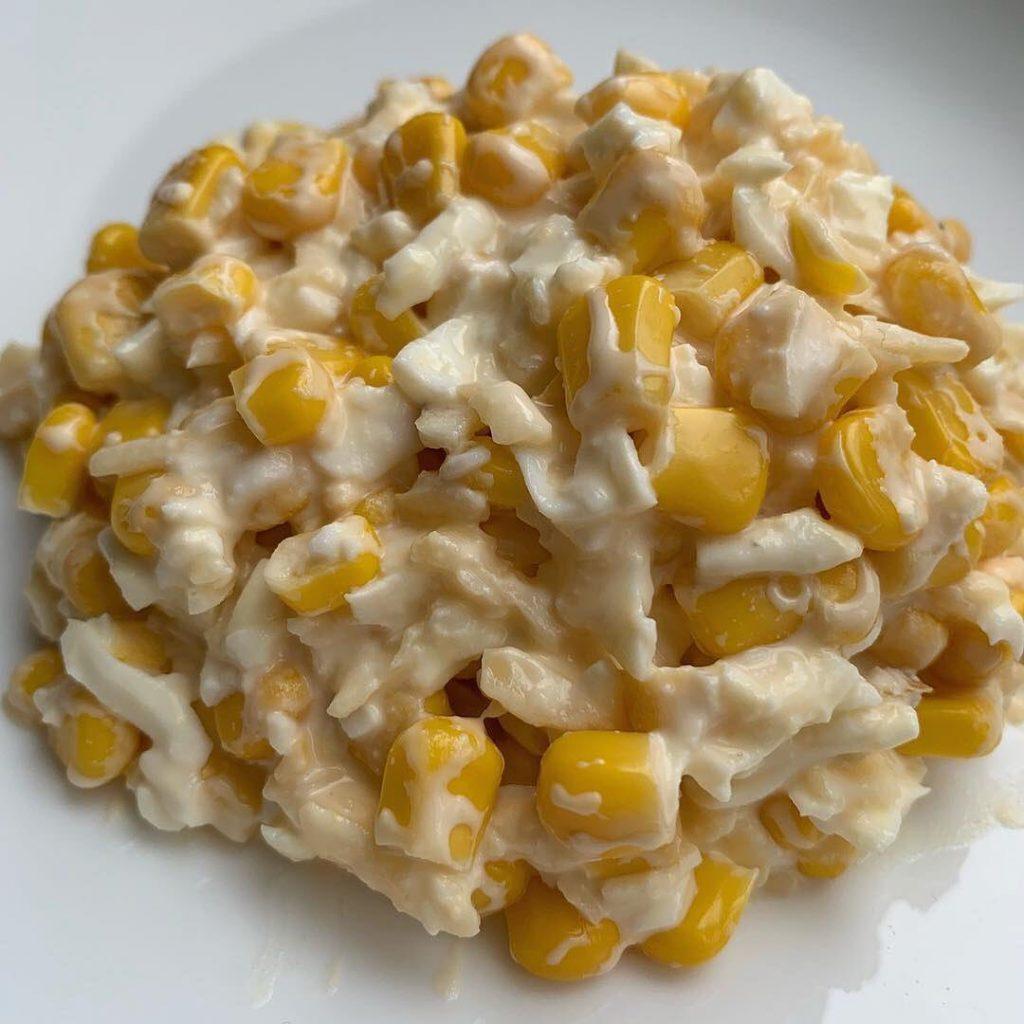 Salātiņi ar sieru, kukurūzu un olu