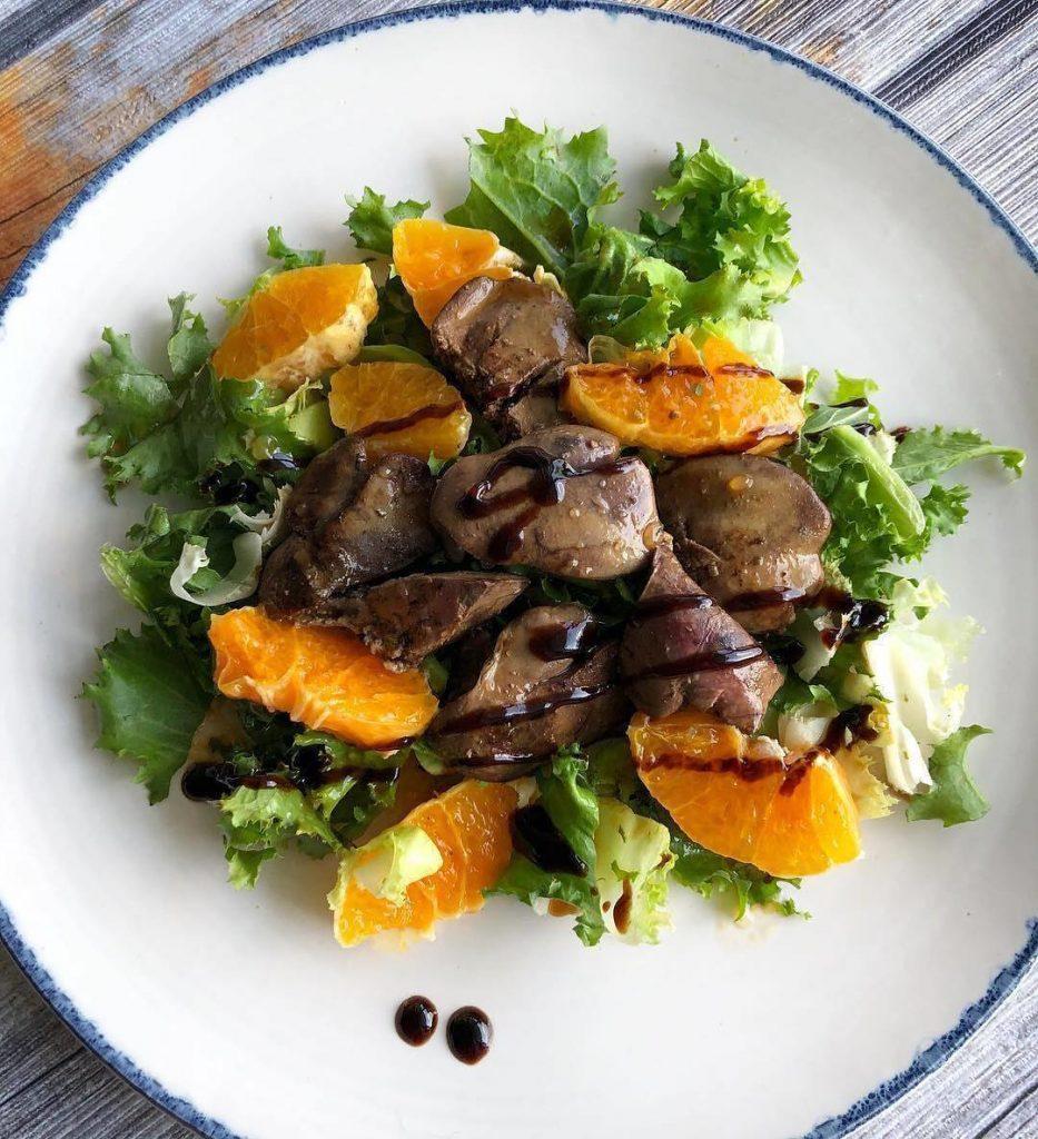 Siltie salāti ar vistu akniņām