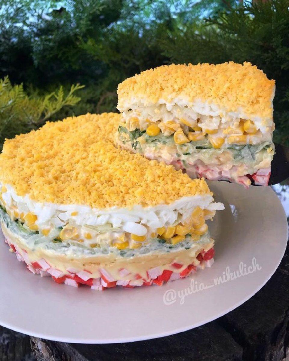 Svētku salāti ar krabju nūjiņām